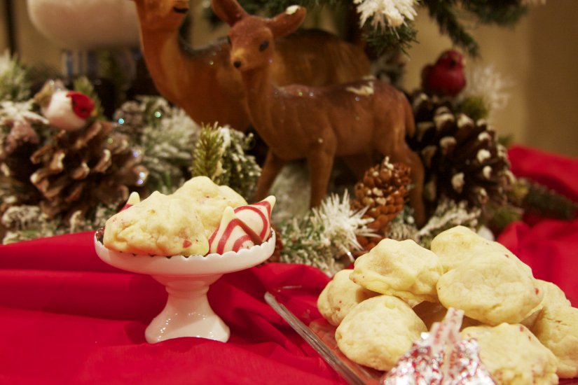 Hidden Candy Cane Kiss Cookies...also just love how the baby deer is looking at the cookies.